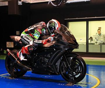 World Superbike Champion visits Kawasaki Factory