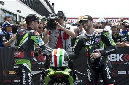 Rea And Sykes Put On A 1-2 Show For The Ninja ZX-10R