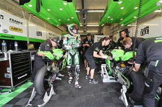 Kawasaki on 24 Hour Motos pole