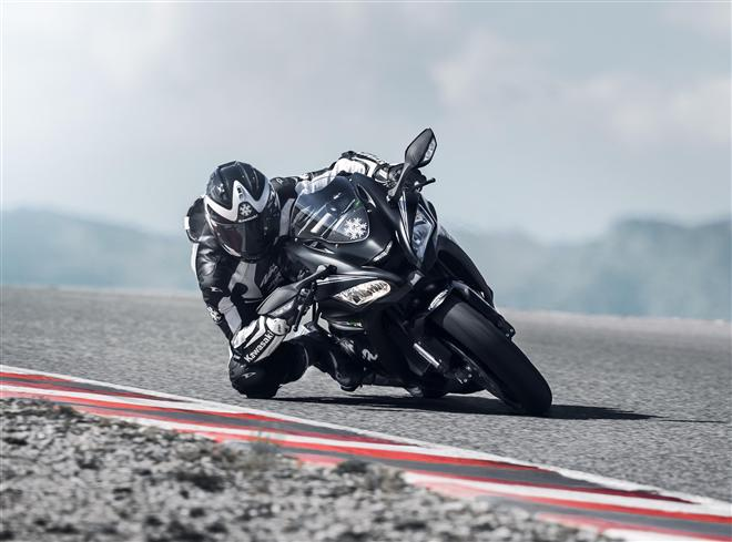 L'incomparable race-ready Ninja ZX-10RR aussi disponible en 2018