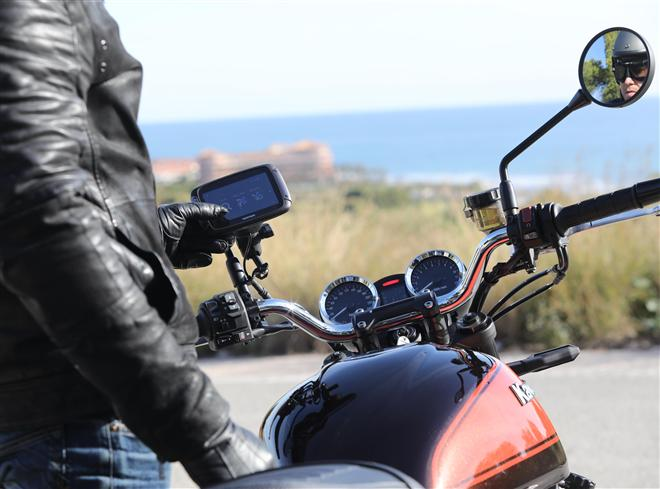 Kawasaki's Z900RS navigates in new direction with TomTom Rider 450