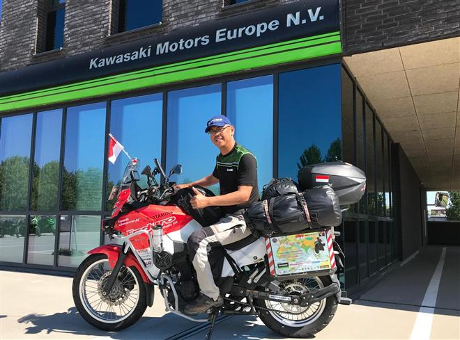 World Versys adventurer visits KME office